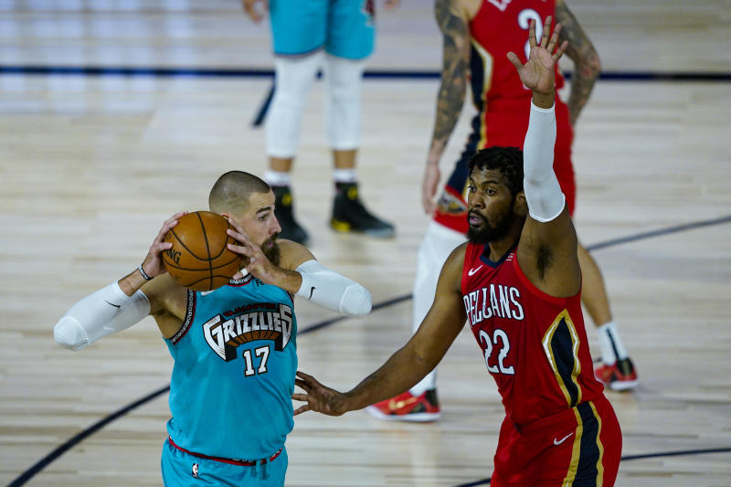 New Orleans Pelicans' Derrick Favors (22) defends Memphis Grizzlies' Jonas Valanciunas (17) during the first half of an NBA basketball game Monday, Aug. 3, 2020 in Lake Buena Vista, Fla. (AP Photo/Ashley Landis, Pool)