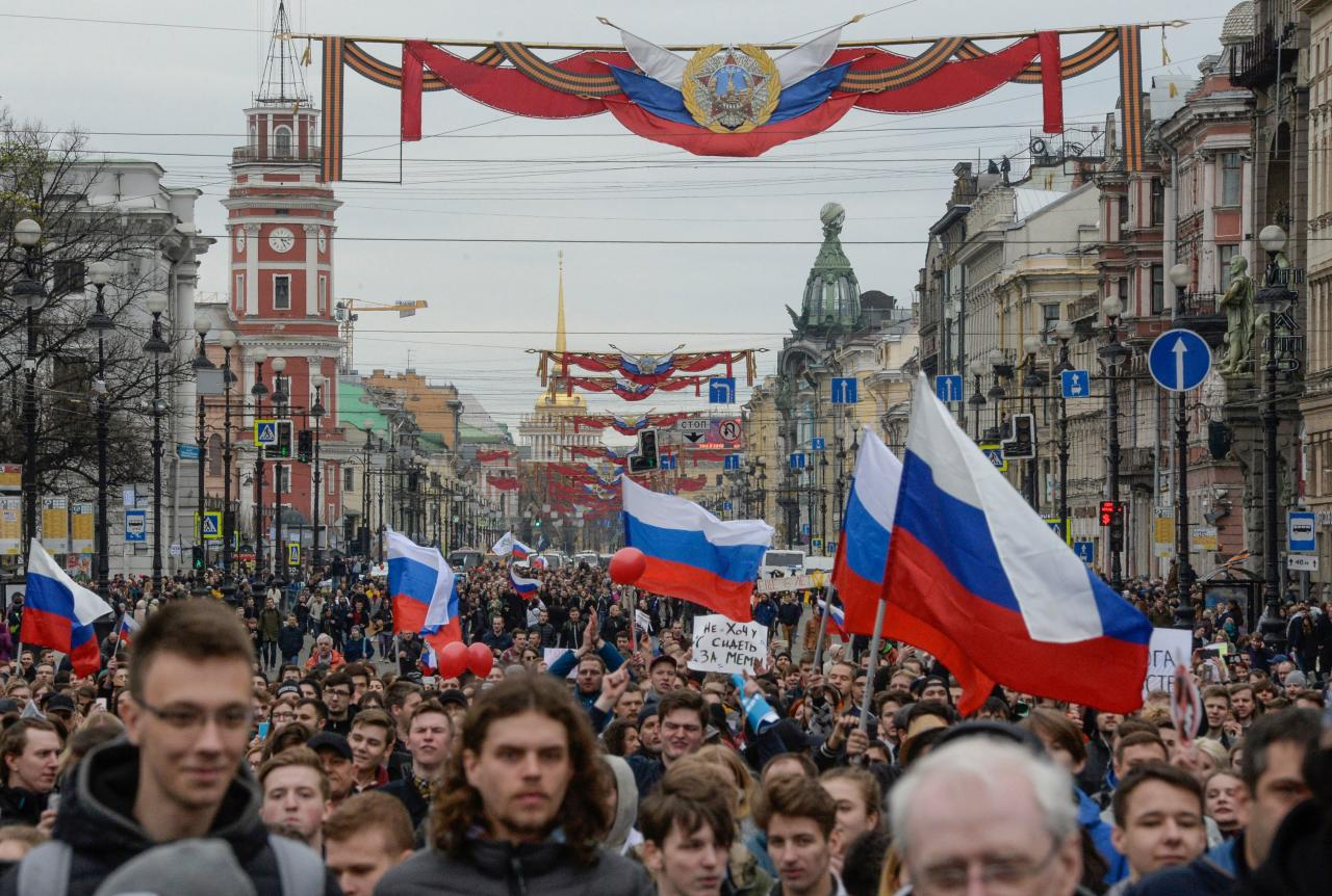 <p>Opposition supporters attend an unauthorized anti-Putin rally called by opposition leader Alexei Navalny on May 5, 2018 in Saint Petersburg, two days ahead of Vladimir Putin's inauguration for a fourth Kremlin term. (Photo: Olga Maltseva/AFP/Getty Images) </p>