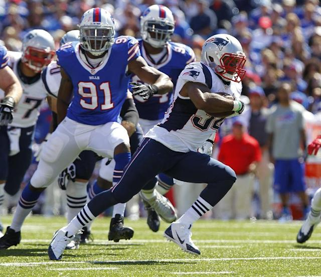 New England Patriots Shane Vereen (34) runs against Buffalo Bills Manny Lawson (91) during the first half of an NFL football game Sunday, Sept. 8, 2013, in Orchard Park. (AP Photo/Bill Wippert)