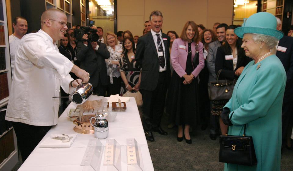 Britain's Queen Elizabeth grimaces as chef Heston Blumenthal makes ice cream using liquid nitrogen during the launch of the Royal Institution of Great Britain in central London May 28, 2008. REUTERS/Luke MacGregor (BRITAIN)