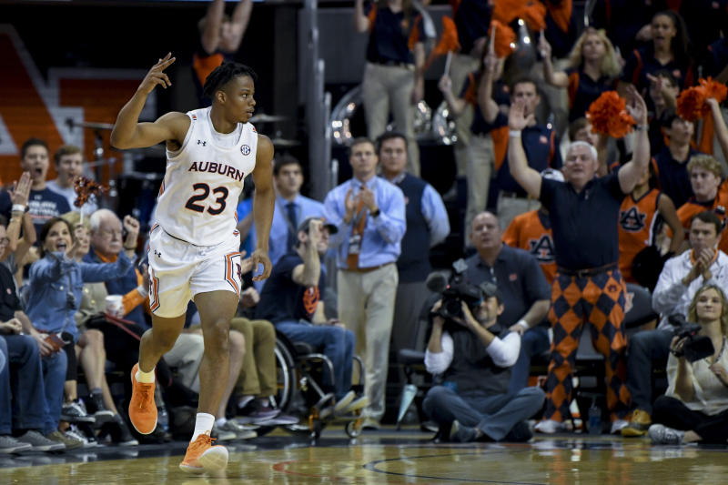 No 5 Auburn Stays Perfect Rips Georgia 82 60 Behind Bench