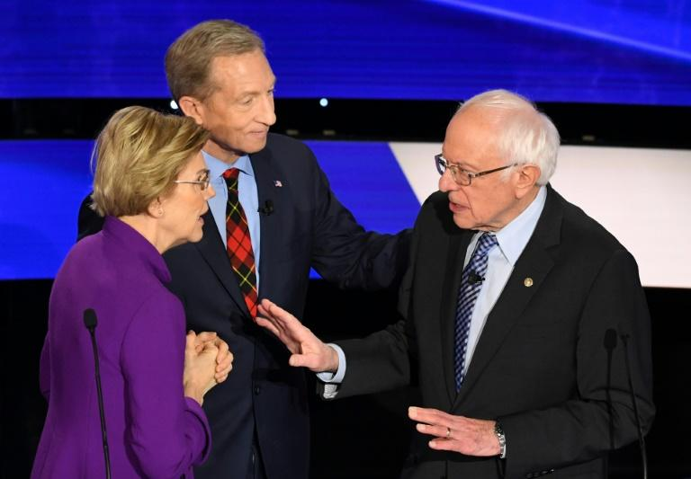 White House Senator Elizabeth Warren declined to shake hands with rival candidate Senator Bernie Sanders (R) after the Democratic Party's final presidential primary debate before Iowa launches the nomination voting on February 3, 2020 (AFP Photo/Robyn Beck)