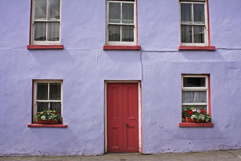 <p>Purple and red are the perfect pairing on a quirky building in Ireland.</p>