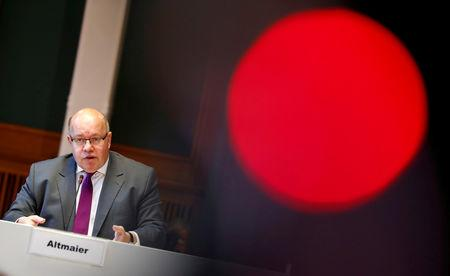 FILE PHOTO: German Economy Minister Peter Altmaier presents the national industry strategy for 2030 during a news conference in Berlin, Germany, February 5, 2019.    REUTERS/Fabrizio Bensch/File Photo