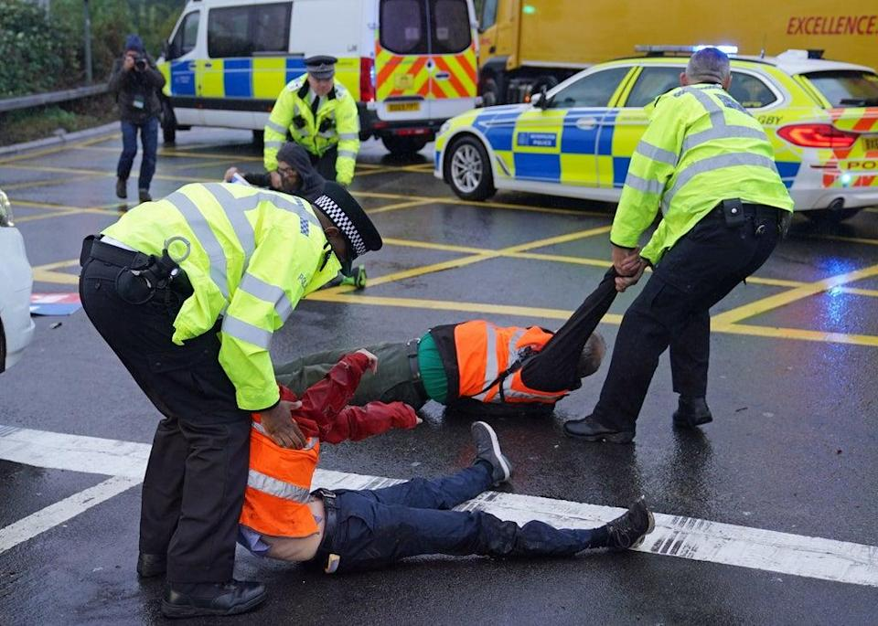 Police detain Insulate Britain protesters on 27 September, 2021.  (PA)