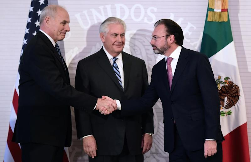 (L-R) US Homeland Security chief John Kelly, US Secretary of State Rex Tillerson and Mexican Foreign Minister Luis Videgaray greet each other during a press conference at the Foreign Ministry building in Mexico City on February 23, 2017 (AFP Photo/Ronaldo SCHEMIDT)