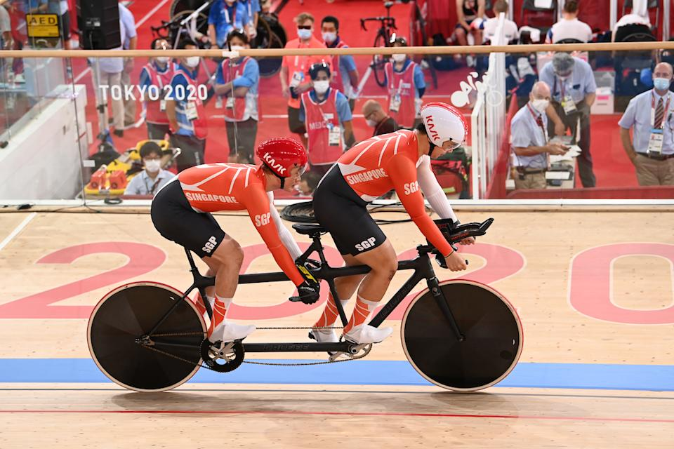 Singapore cyclists Steve Tee (left) and his pilot Ang Kee Meng compete in the men's 1,000m time trial (Class B) at the 2020 Tokyo Paralympics. (PHOTO: Sport Singapore)