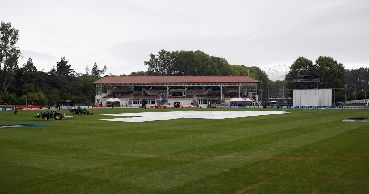 DUNEDIN, NEW ZEALAND - DECEMBER 07:  Rain falls during day five of the first test match between New Zealand and the West Indies at University Oval on December 7, 2013 in Dunedin, New Zealand.  (Photo by Rob Jefferies/Getty Images)