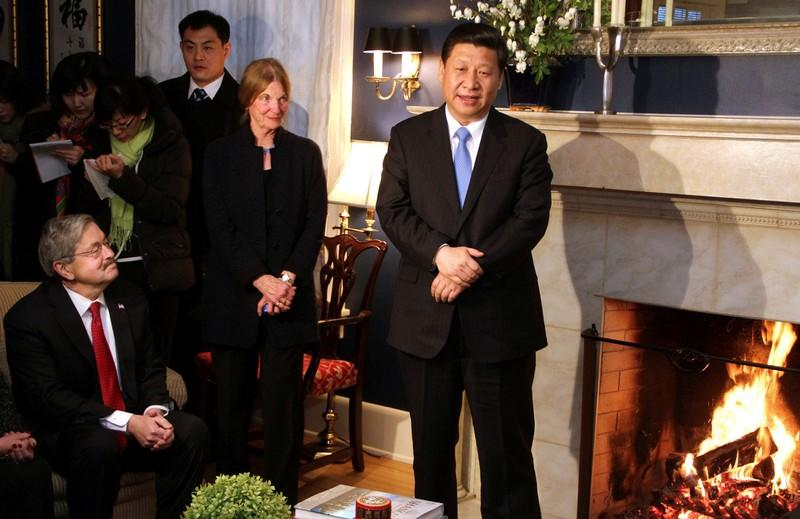 FILE PHOTO: China's Vice President Xi Jinping (R) talks with area residents in the home of Roger and Sarah Lande in Muscatine