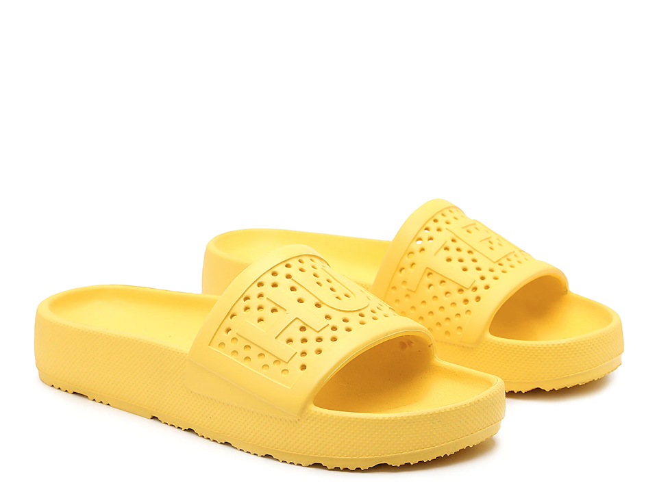 "<h2>Hunter Original Lightweight Slide Sandal<br></h2><br><em>Shop sandals at <strong><a href=""https://www.hunterboots.com/us/en_us/womens-footwear-sandals"" rel=""nofollow noopener"" target=""_blank"" data-ylk=""slk:Hunter"" class=""link rapid-noclick-resp"">Hunter</a></strong></em><br><br><strong>Hunter</strong> Original Lightweight Slide Sandal, $, available at <a href=""https://go.skimresources.com/?id=30283X879131&url=https%3A%2F%2Fwww.dsw.com%2Fen%2Fus%2Fproduct%2Fhunter-original-lightweight-slide-sandal---womens%2F505679%3FactiveColor%3D725"" rel=""nofollow noopener"" target=""_blank"" data-ylk=""slk:DSW"" class=""link rapid-noclick-resp"">DSW</a>"