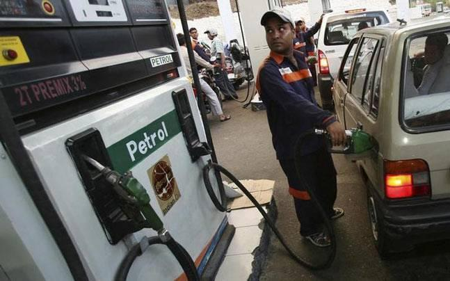 Andhra Pradesh: Excise department official caught slapping petrol pump staff in Puducherry's Yanam