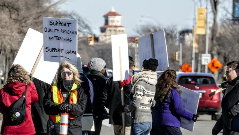 U of M students worried about possible faculty strike as bargaining hasn't begun