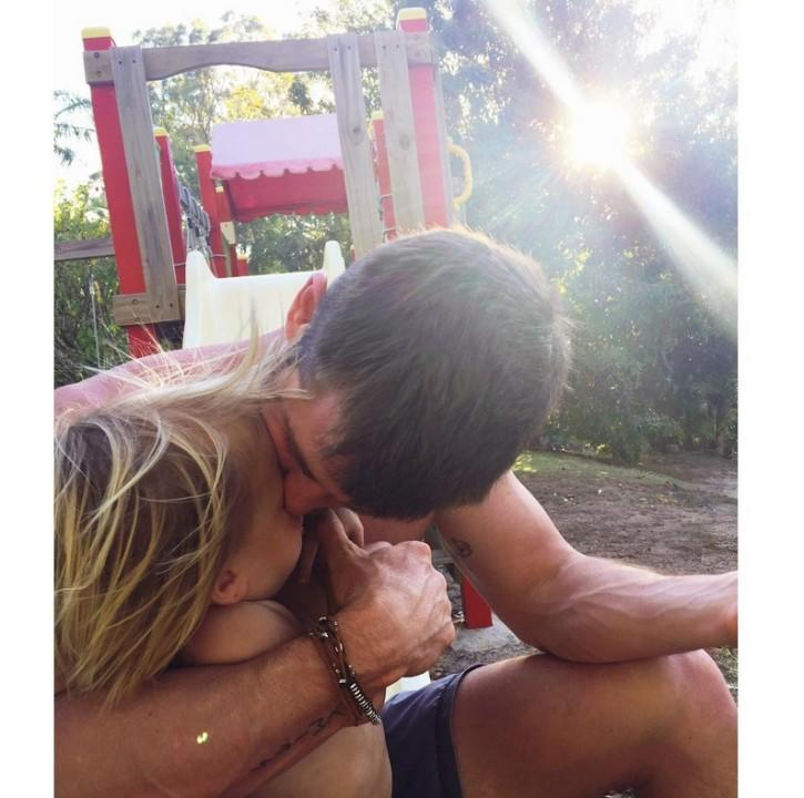 Elsa Pataky caught this sweet moment at the park, and we echo her caption: Love!