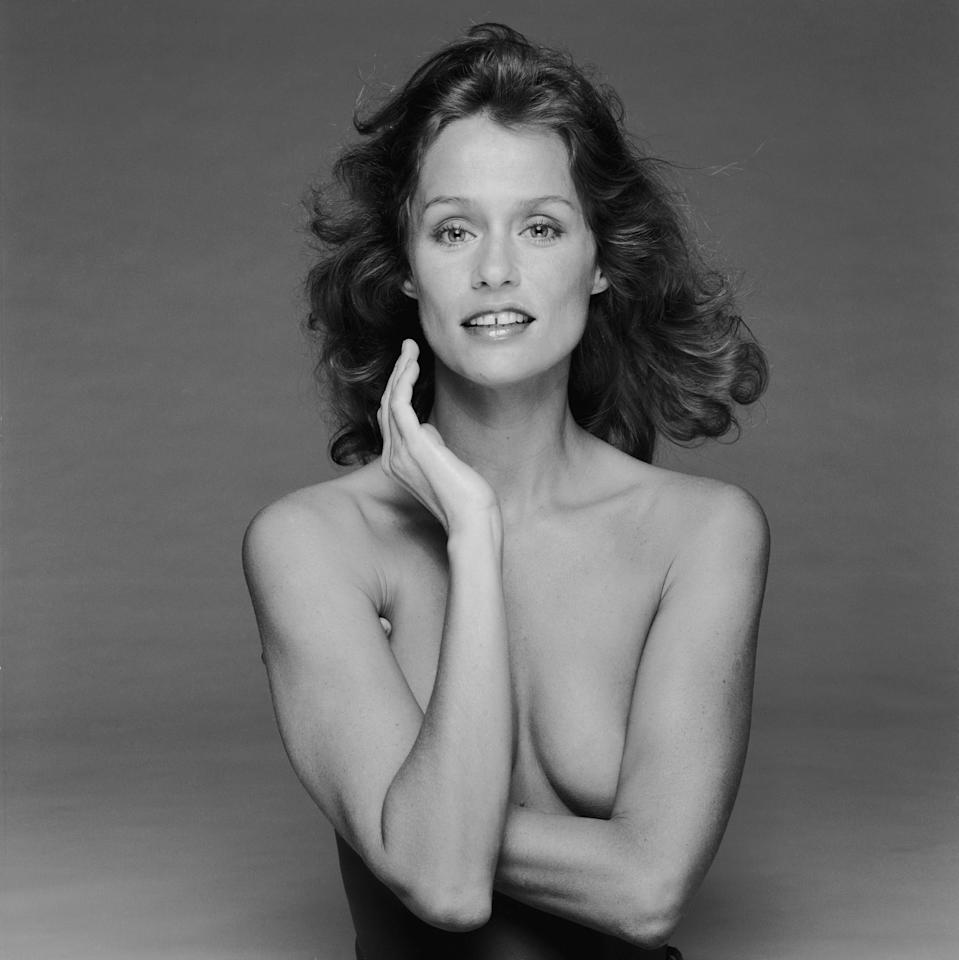 <p>Lauren Hutton covers up while doing a photoshoot in a London studio, 1978.</p>