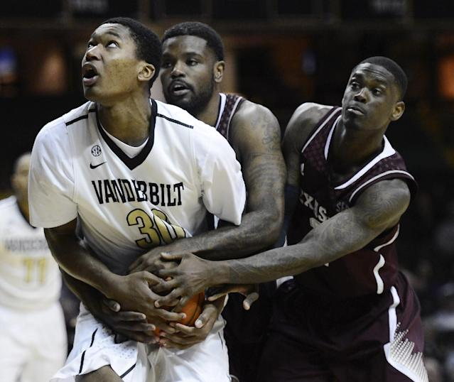 Vanderbilt forward Damian Jones (30), Texas A&M forward Kourtney Roberson, center, and guard Shawn Smith, right, battle for the ball during overtime at an NCAA college basketball game on Saturday, Feb. 15, 2014, in Nashville, Tenn. Vanderbilt won 57-54 in overtime. (AP Photo/Mark Zaleski)