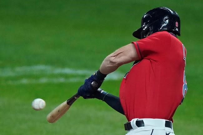 Bieber lowers ERA to 1.63, Indians top White Sox 3-2
