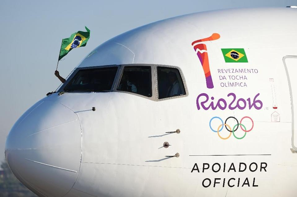 A plane carrying the Olympic flame arrives in Brasilia on May 3, 2016 (AFP Photo/Evaristo Sa)