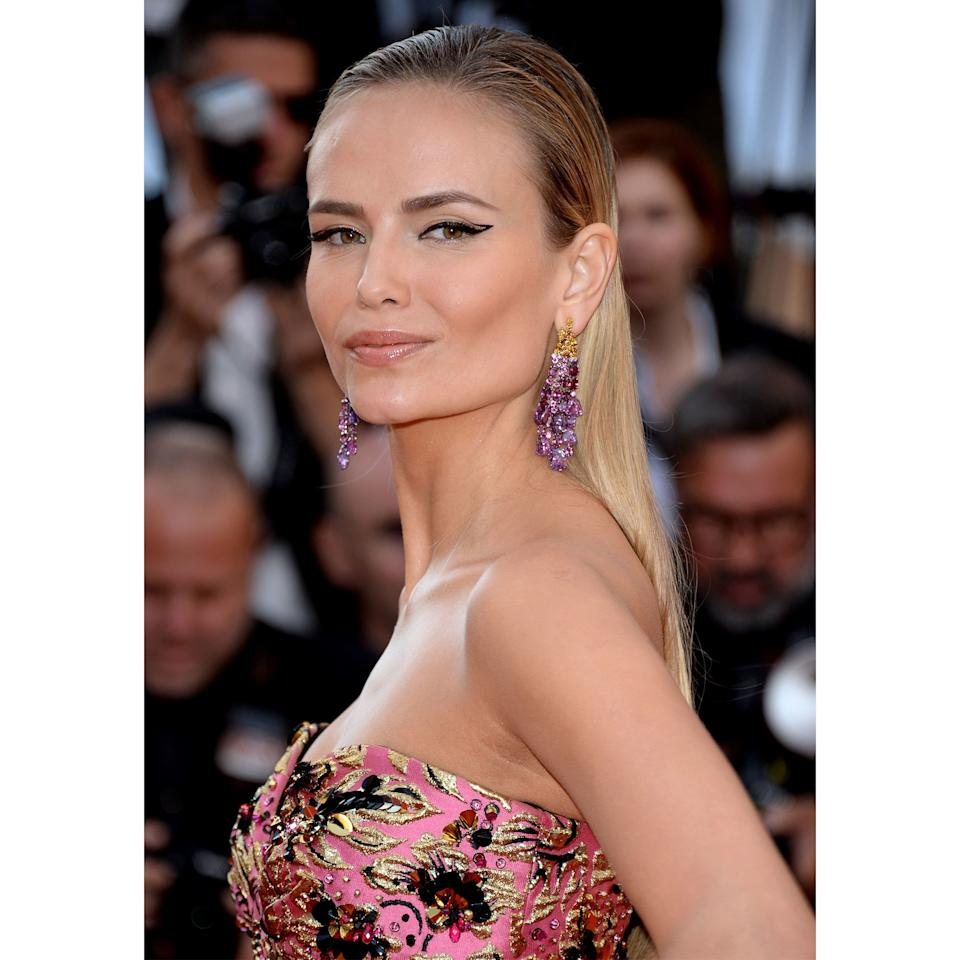 <p>Natasha Poly's look at Cannes isn't your standard cat-eye. Look closely and you'll see it's a sharp outline with a flash of negative space, left blank for visual interest.</p>