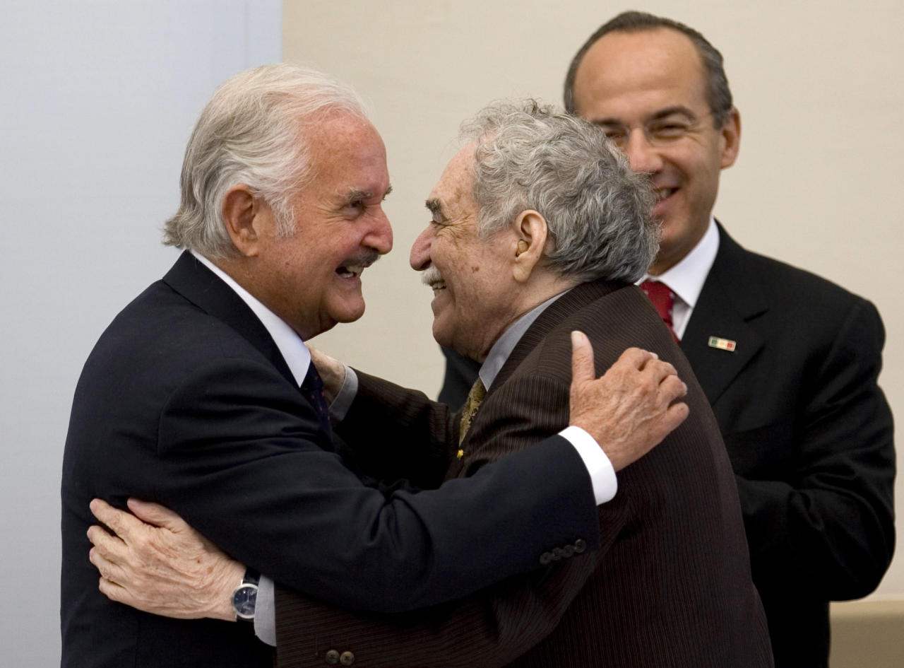 FILE.- In this Monday, Nov. 17, 2008 file photo, Mexican writer Carlos Fuentes, left, embraces Colombian Nobel laureate writter Gabriel Garcia Marquez during a national homage for Fuentes on his 80th birthday in Mexico City. Fuentes, Mexico's most celebrated novelist and among Latin America's most prominent authors, died on May 15, 2012. At right is Mexican President Felipe Calderon.(AP Photo/Eduardo Verdugo, File)