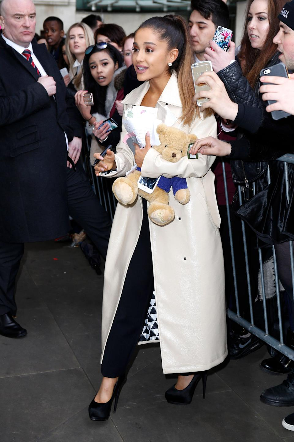 Posh Grande on the scene. The singer paired black skinnies with a tailored ankle-grazing white trench to look like the boss lady we've come to recognize her as.