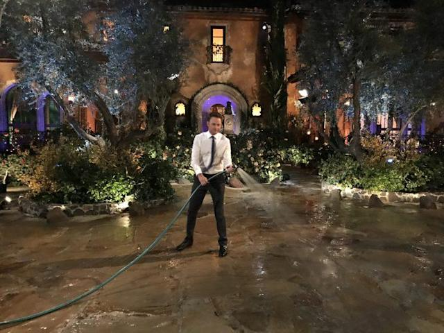 Chris Harrison gets the Casa Bachelorette driveway ready for the limo arrivals. (Photo: Chris Harrison)