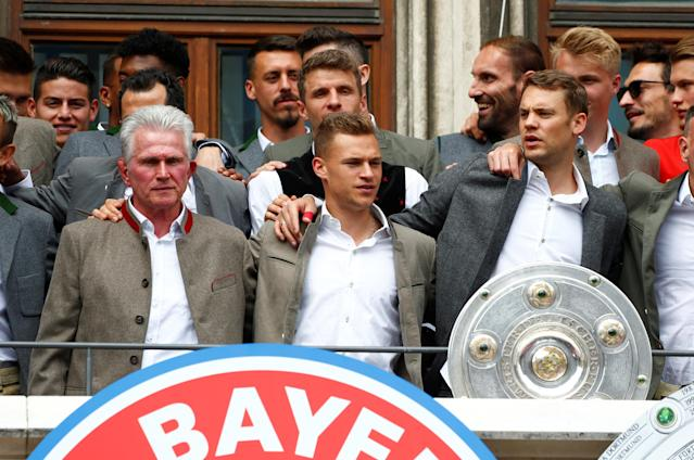 Soccer Football - Bayern Munich Trophy Presentation - Town Hall, Munich, Germany - May 20, 2018 (Front L - R) Bayern Munich coach Jupp Heynckes, Joshua Kimmich and Manuel Neuer with Bundesliga trophy during the presentation REUTERS/Michaela Rehle