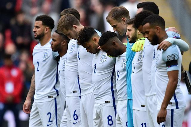 England players observe a minute of silence for the victims of the Westminster terror attack ahead of the World Cup 2018 qualification football match at Wembley Stadium (AFP Photo/Glyn KIRK)