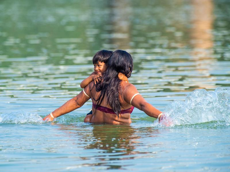 An indigenous mother and her child: Paulo Mumia
