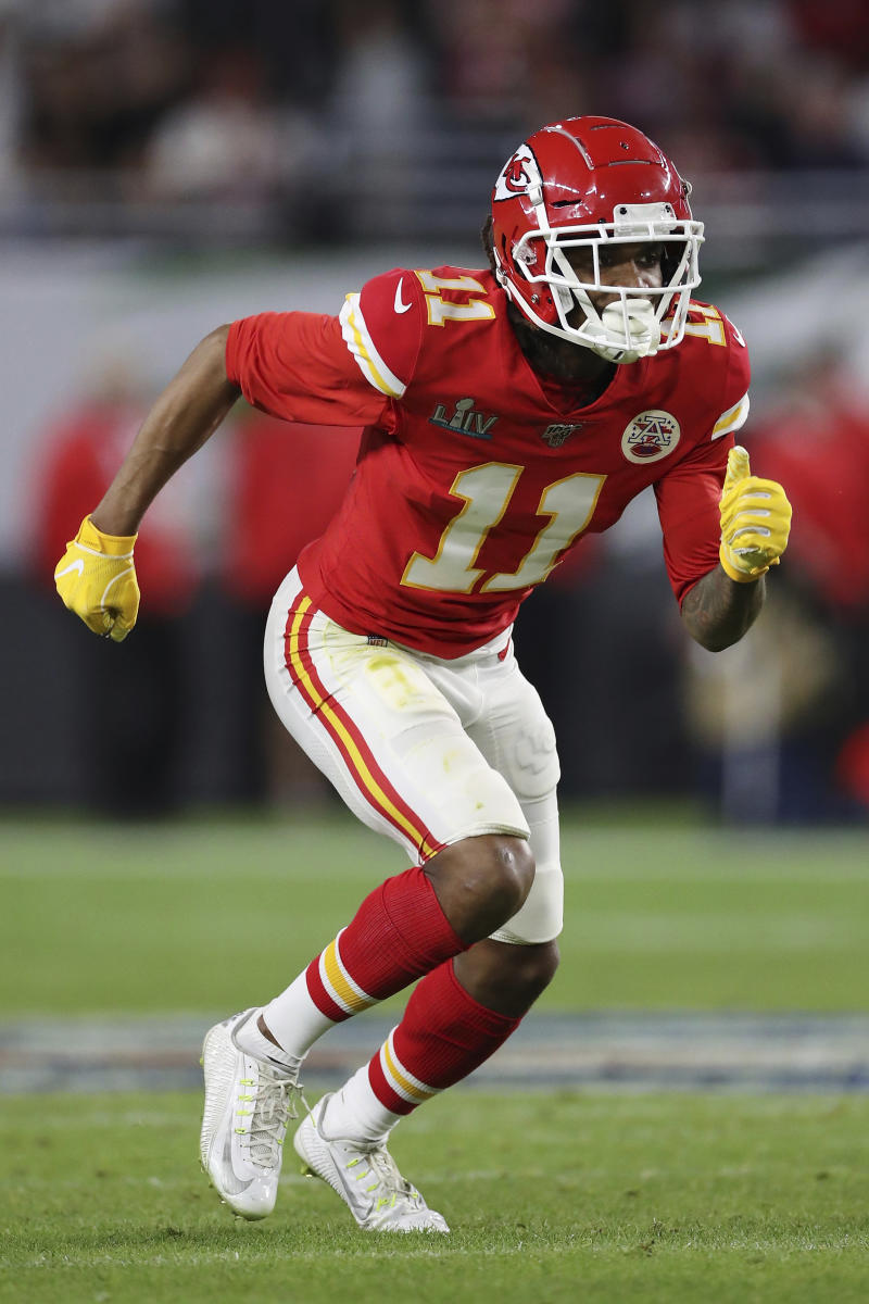 Chiefs bring back wide receiver Robinson on 1-year deal