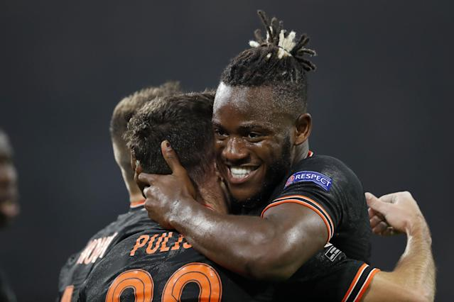 Michy Batshuayi (right) and Christian Pulisic came off the bench and combined to score Chelsea's winner Wednesday at Ajax. (Reuters/Piroschka Van De Wouw)