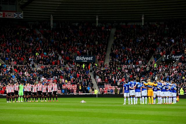 SUNDERLAND, ENGLAND - APRIL 12: Players and officials observe a minute's silence to mark the 25th anniversary of the Hillsborough disaster prior to the Barclays Premier League match between Sunderland and Everton at Stadium of Light on April 12, 2014 in Sunderland, England. (Photo by Alex Livesey/Getty Images)