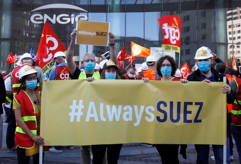 Suez unions call employees to protest against Veolia takeover plan in La Defense
