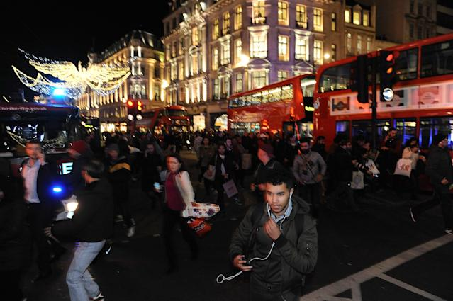 <p>Police and armed police at Oxford Circus conduct an evacuation after a police incident on Nov. 24, 2017. (Photo: Marcin Wziontek/REX/Shutterstock) </p>