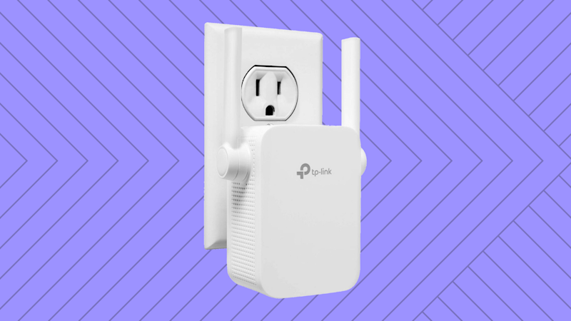 This lil doohickey extends your home's WiFi network. (PHoto: Amazon)