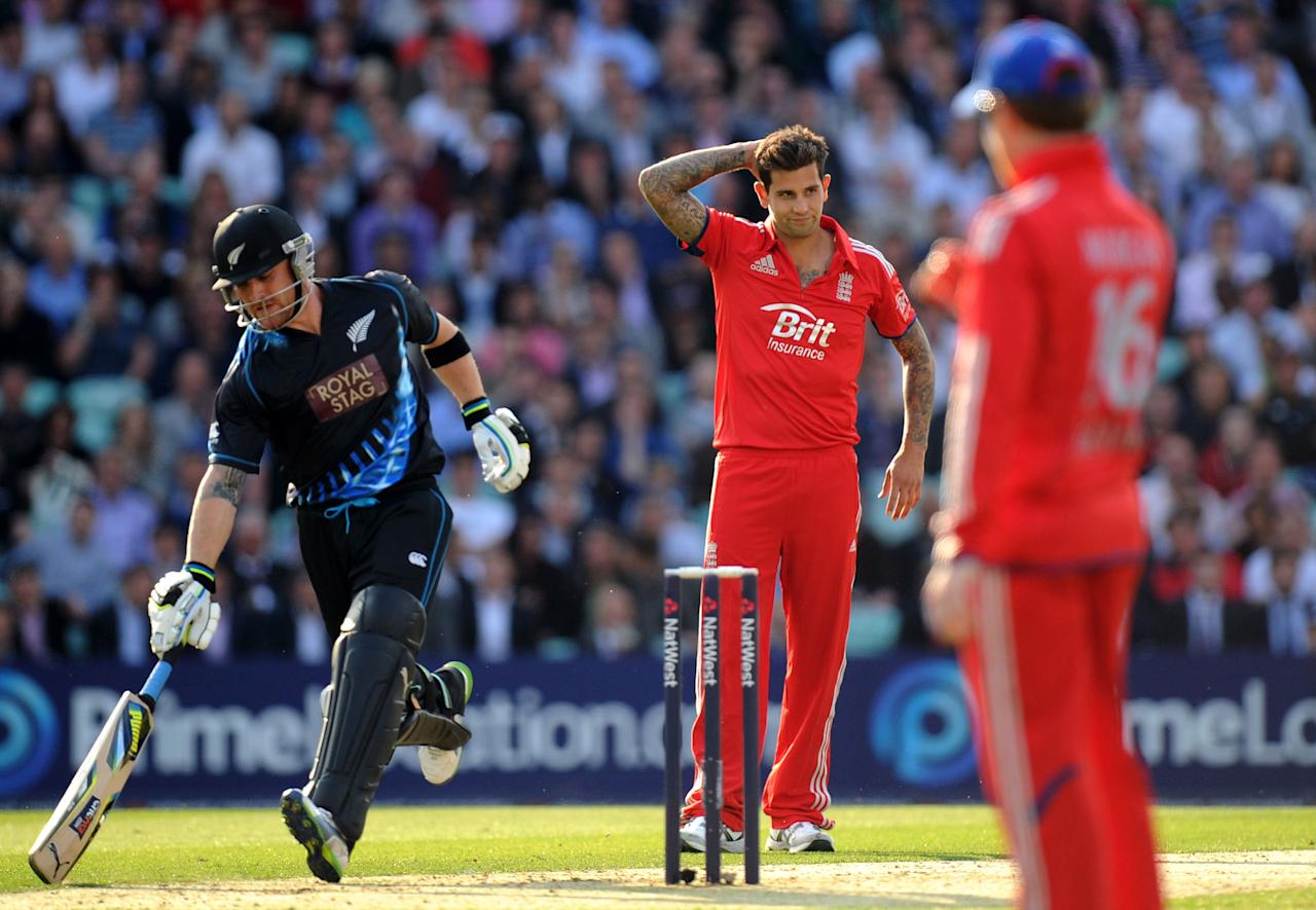 England's Jade Dernbach (centre) reacts as New Zealand's Brendon McCullum makes his ground during the Natwest International Twenty20 match at the Kia Oval, London.