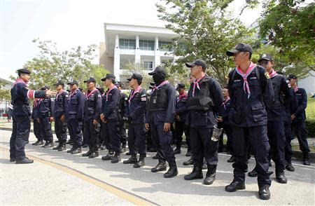 Riot police stand guard at the National Anti-Corruption Commission (NACC) office in Nonthaburi province, on the outskirts of Bangkok February 28, 2014. REUTERS/Chaiwat Subprasom