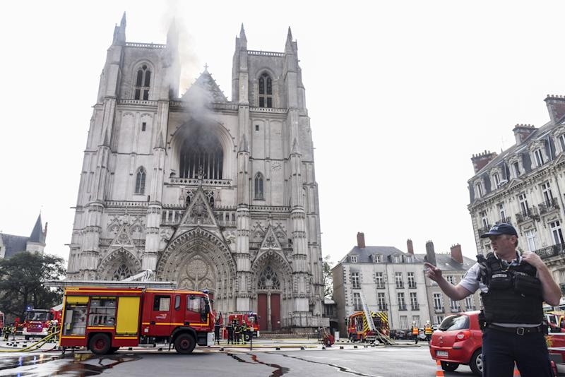 Francia, grave incendio in cattedrale Nantes (Photo by SEBASTIEN SALOM-GOMIS/ via Getty Images)