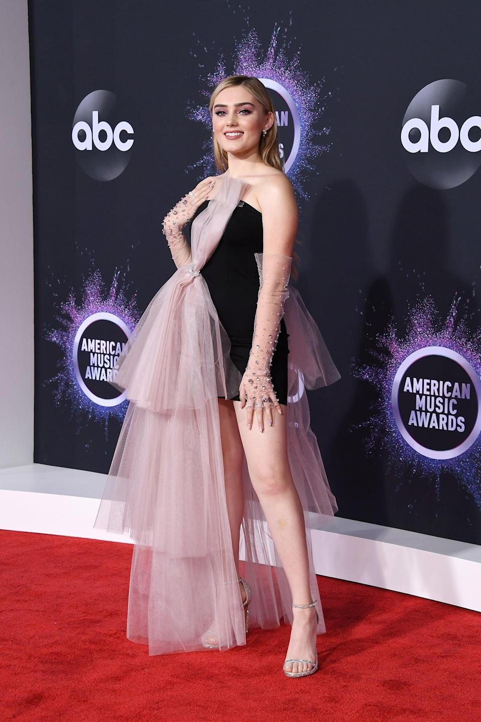 <p>The actress worked her angles on the red carpet.</p>