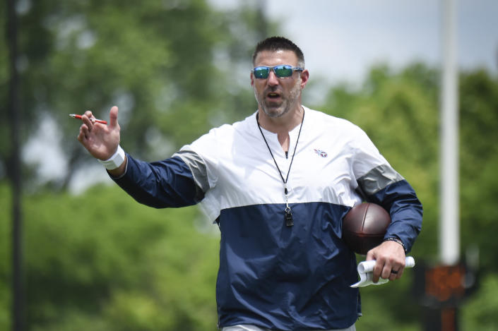 Tennessee Titans head coach Mike Vrabel gives instructions to his players during NFL football training camp Thursday, May 27, 2021, in Nashville, Tenn. (George Walker IV/The Tennessean via AP, Pool)
