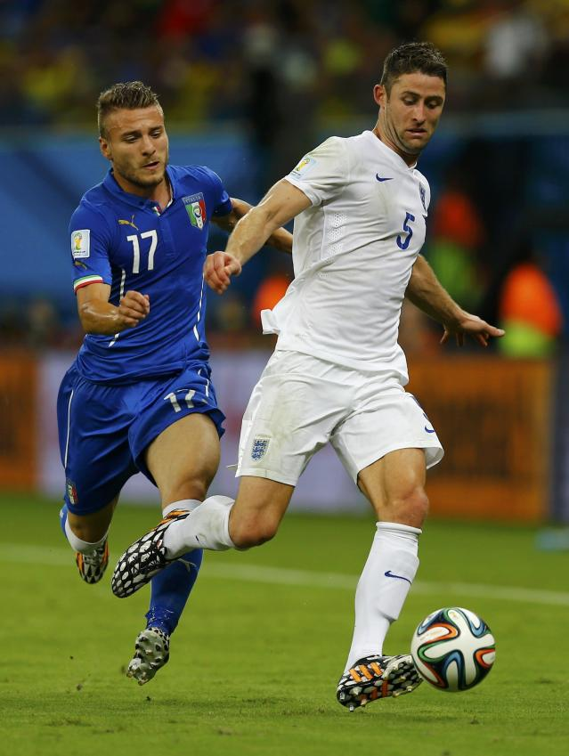 Italy's Ciro Immobile (L) fights for the ball with England's Gary Cahill during their 2014 World Cup Group D soccer match at the Amazonia arena in Manaus June 14, 2014. REUTERS/Ivan Alvarado (BRAZIL - Tags: SOCCER SPORT WORLD CUP)