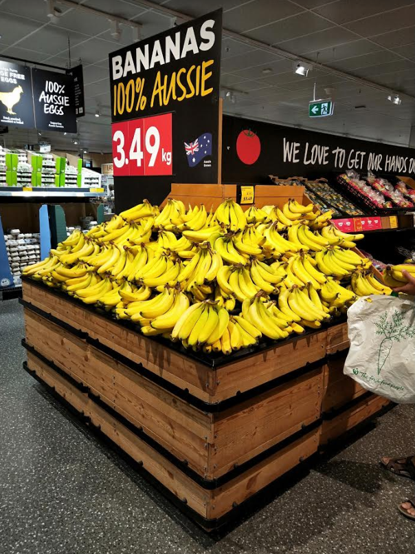 A photo of the ALDI stand of the bananas after plastic produce bags were removed.