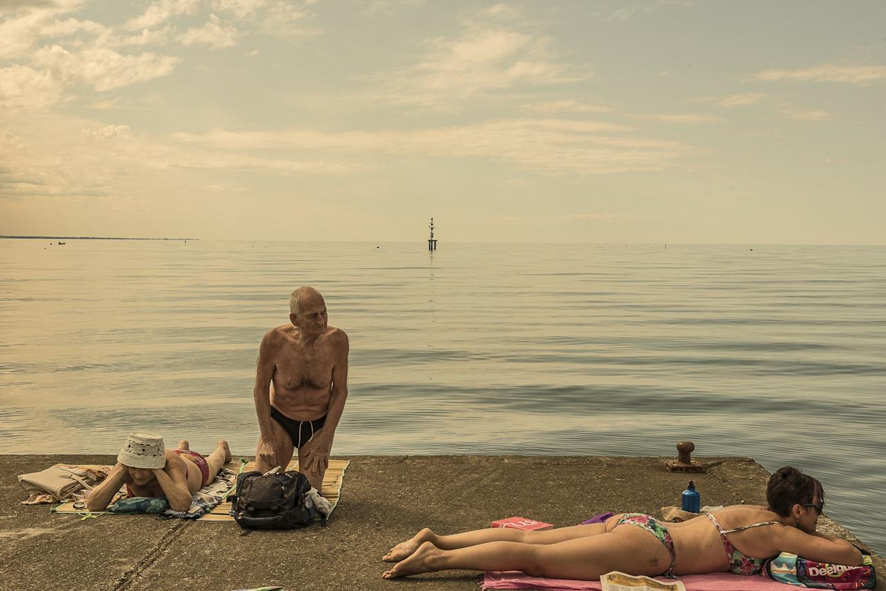 <p>Different generations lounge on a pier on holiday. (Andrea Rossato/SWPA) </p>