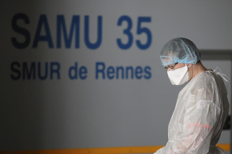 A medical staff closes his eyes as patients from Paris and infected with the Covid-19 virus are admitted at the emergency service of an hospital Sunday, April 5, 2020 in Rennes, western France. France is moving hundreds of critically ill COVID-19 patients around the country on specially fitted high-speed trains. The new coronavirus causes mild or moderate symptoms for most people, but for some, especially older adults and people with existing health problems, it can cause more severe illness or death. (AP Photo/David Vincent)