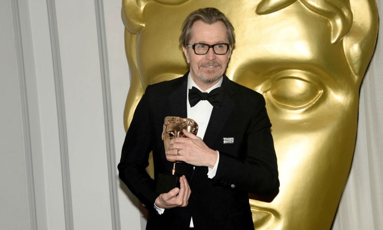 <p>Gary Oldman picks up the Leading Actor Award for 'Darkest Hour' </p>