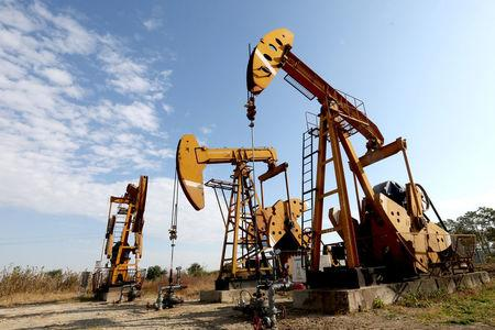 Oil prices suffer third weekly drop in a row