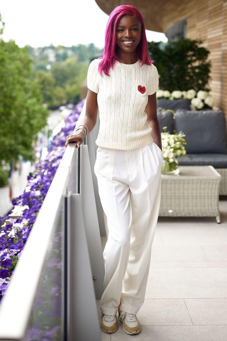 <p><strong>2019</strong> Model Leomie Anderson paired her hot pink hair with a cable knit tee and matching white tailored trousers.</p>