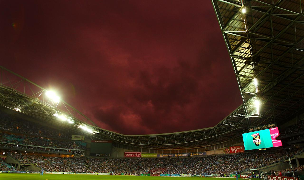 SYDNEY, AUSTRALIA - FEBRUARY 01: A general view of the stadium at sun set  during the International Twenty20 match between Australia and India at ANZ Stadium on February 1, 2012 in Sydney, Australia.  (Photo by Mark Nolan/Getty Images)