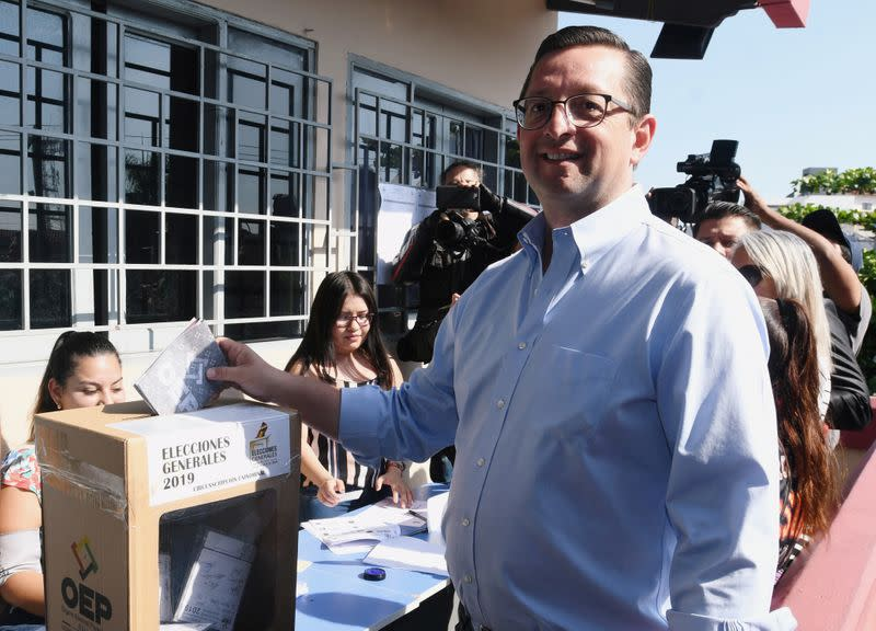 """Bolivia's presidential candidate Oscar Ortiz, of the """"Bolivia Says No"""" party, casts his vote at a polling station, in Santa Cruz"""