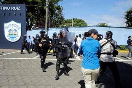 Riot police dislodges journalists from the main entrance of police headquarters in Managua, Nicaragua December 15, 2018.REUTERS/Oswaldo Rivas