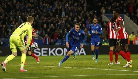 Britain Football Soccer - Leicester City v Sunderland - Premier League - King Power Stadium - 4/4/17 Leicester City's Jamie Vardy celebrates scoring their second goal with team mates Action Images via Reuters / Andrew Boyers Livepic